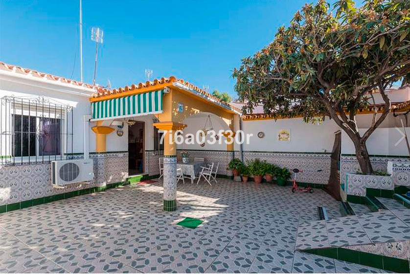 Bright detached corner villa in a perfect location, walking distance to all kind of amenities. Nice , Spain