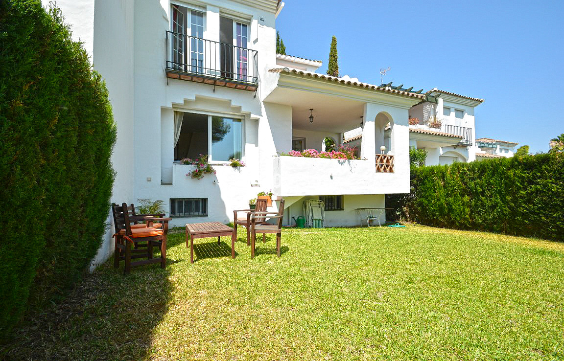 3 bedroom townhouse on the first line golf in a very quiet urbanisation. Rented from 26/10/2018  THE,Spain