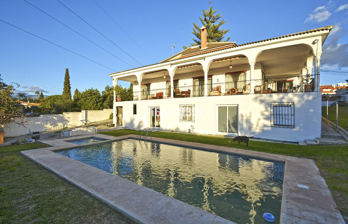 Detached villa in one of the most popular areas of San Pedro Alcantara.  THE PROPERTY: This wonderfuSpain