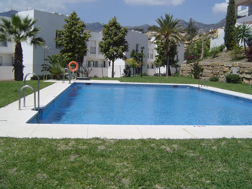 Spacious apartment within walking distance to the beach , supermarket, clinic , close to the school ,Spain