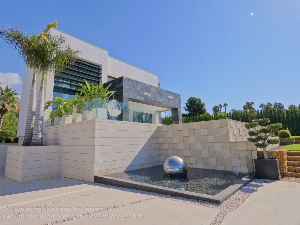 3D VIRTUAL TOUR AVAILABLE. PLEASE CONTACT US.  In a privileged enclave of Marbella, overlooking the ,Spain