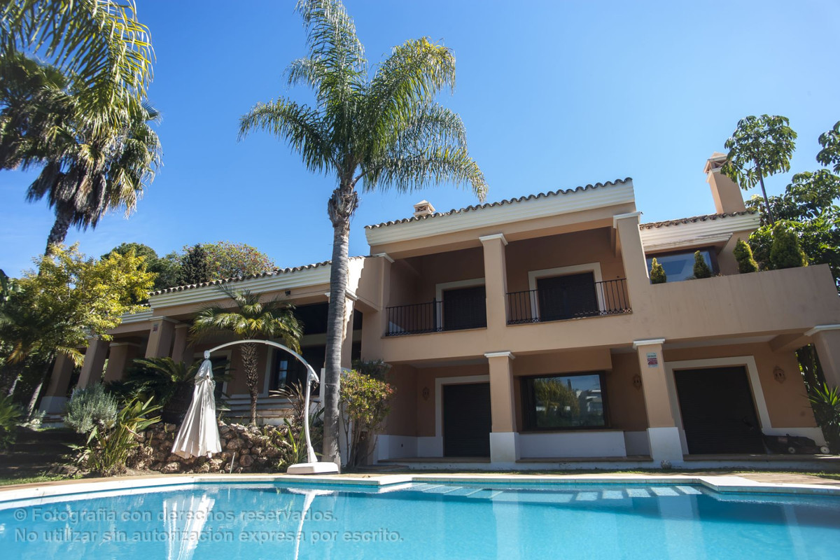 Detached Villa · El Paraiso
