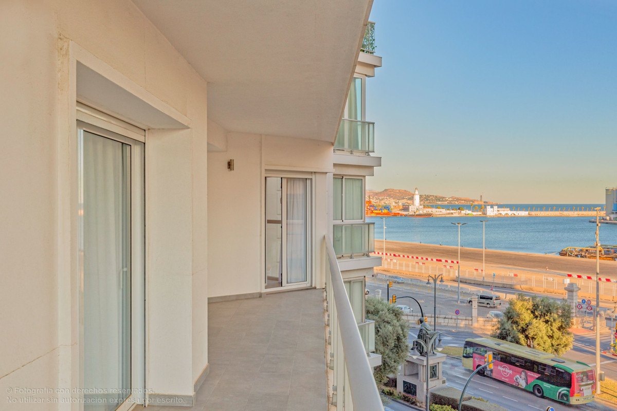 Spectacular four-bedroom, three-bathroom apartment in the heart of Malaga City with magnificent view, Spain