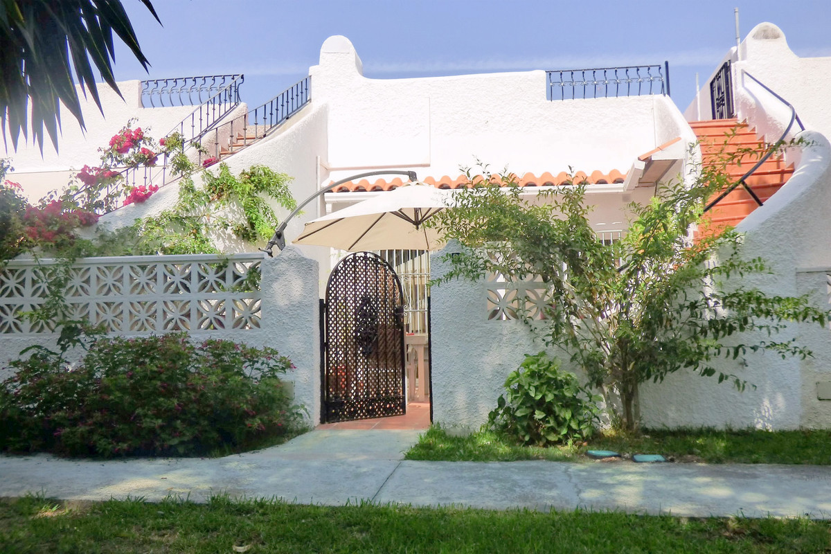 Cosy house near the beach, on one floor with two bedrooms, bathroom with shower, living room with la,Spain