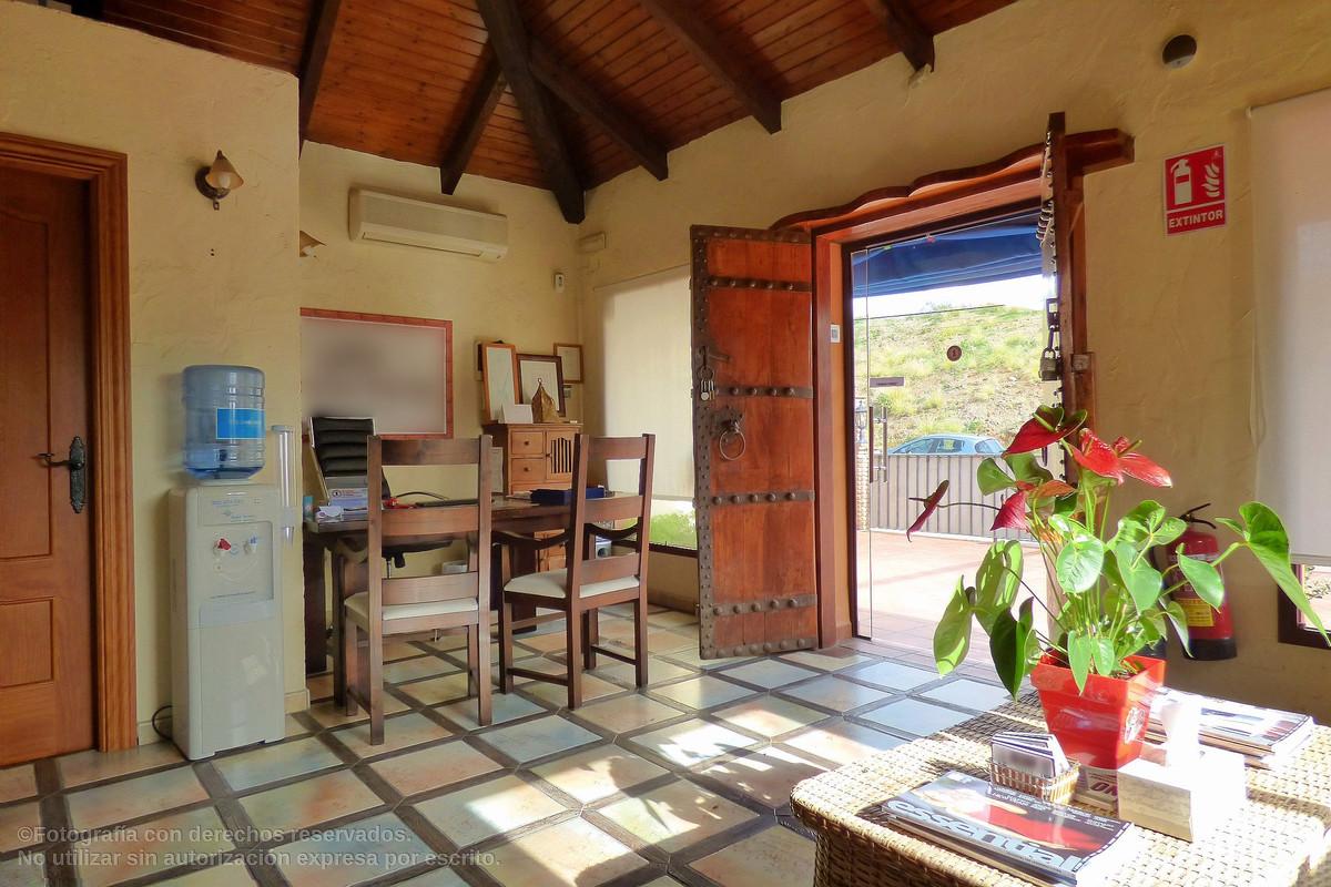 4 dormitorio comercial en venta nueva andalucia