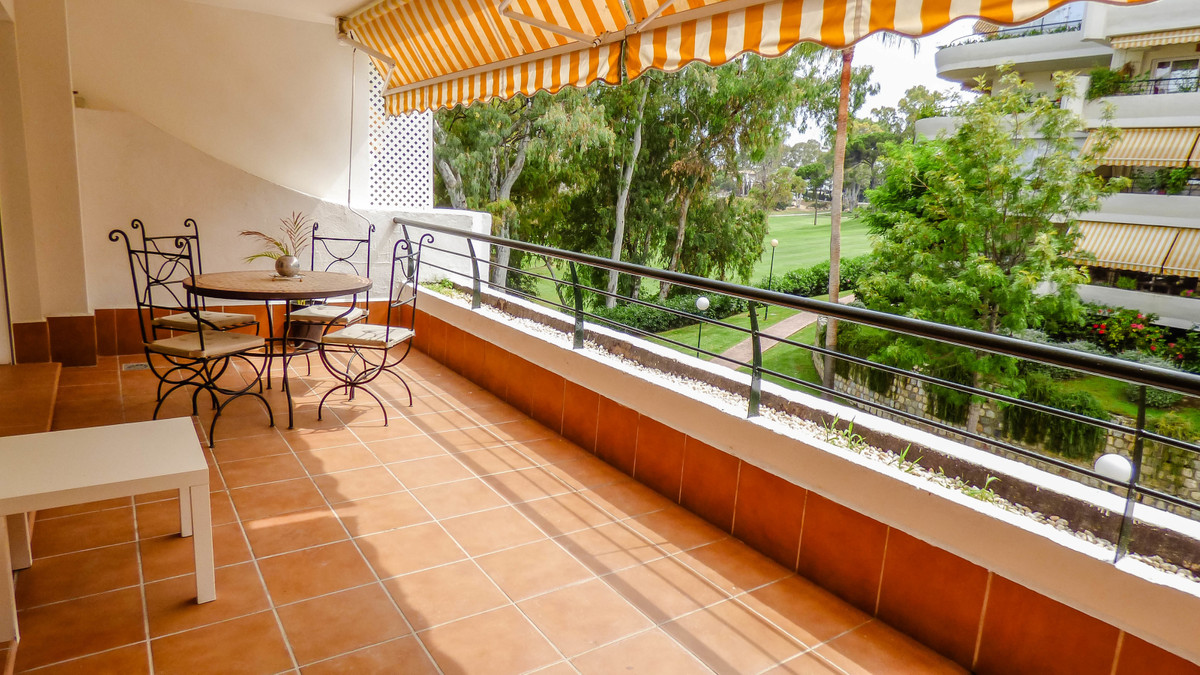 3D VIRTUAL TOUR AVAILABLE, ASK YOUR REAL ESTATE AGENT.  Spacious apartment in front of the Guadalmin,Spain