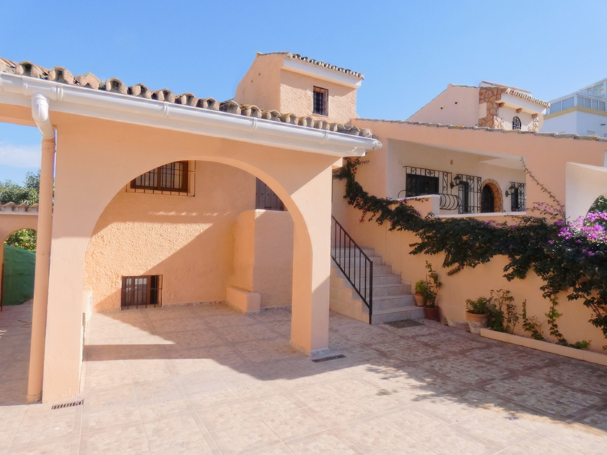 Mediterranean style semidetached house located in Atalaya golf area within a small and quiet complex, Spain