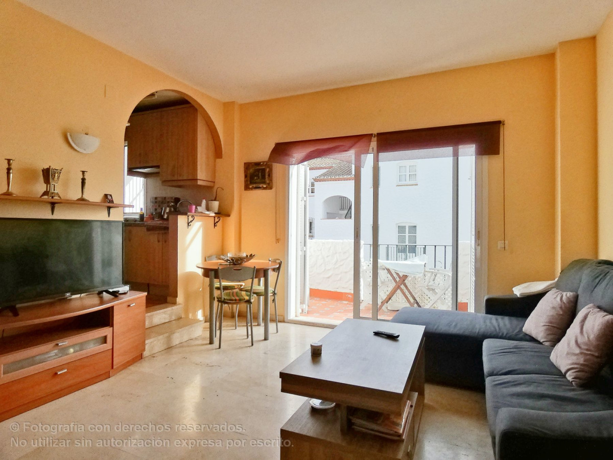 Apartment  Middle Floor 													for sale  																			 in New Golden Mile