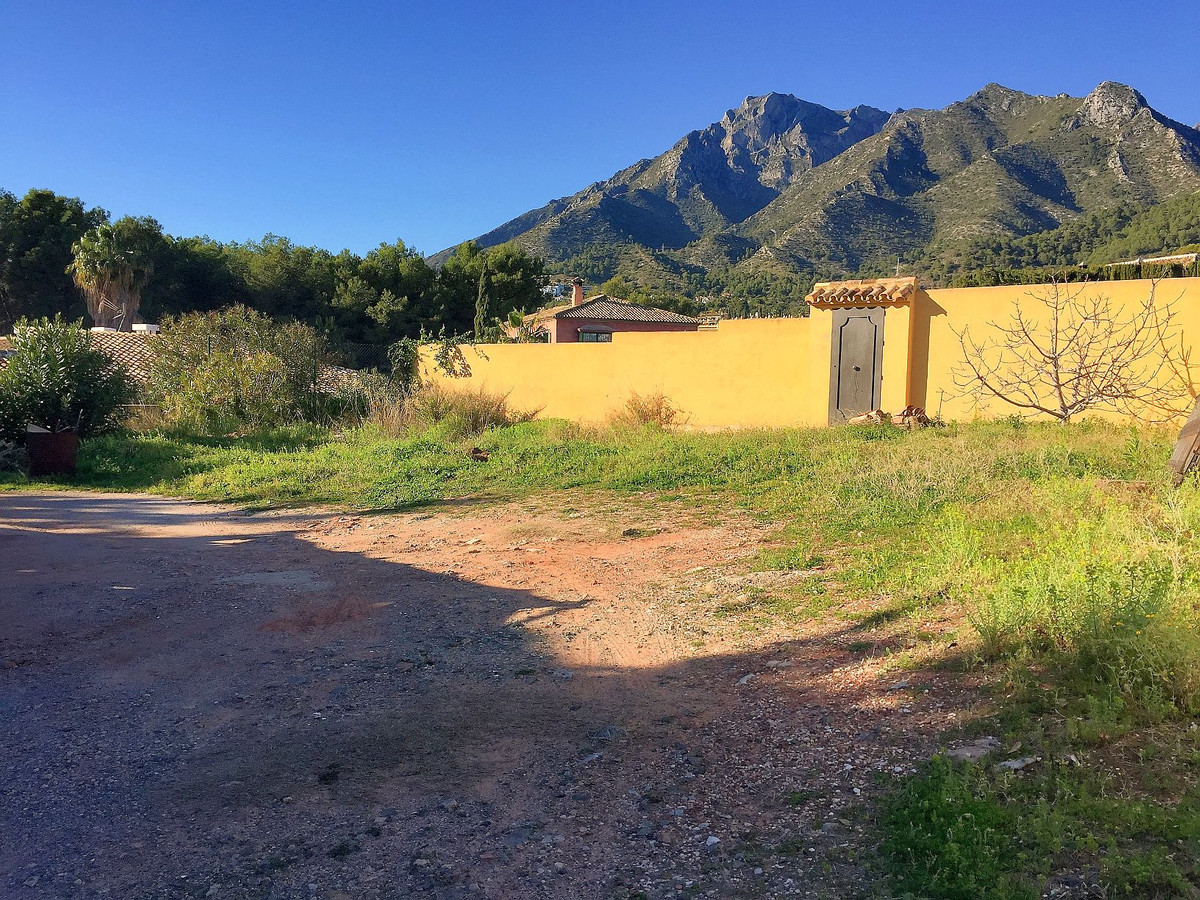 PGOU 1986 Compliance.  Residential plot in Marbella at 20 minutes walking distance to Marbella downt, Spain