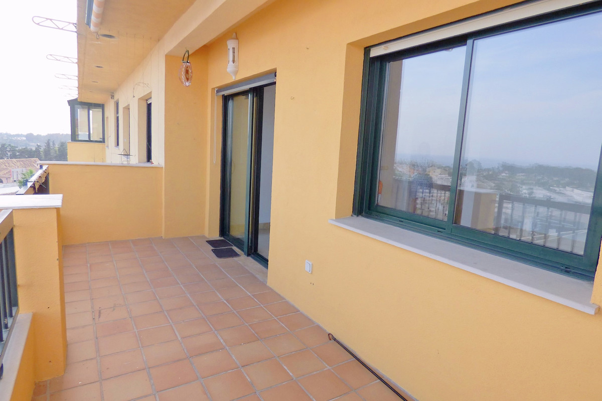 Apartment with spectacular frontal views to the sea, 128m2, in complex of San Pedro de Alcantara ver,Spain