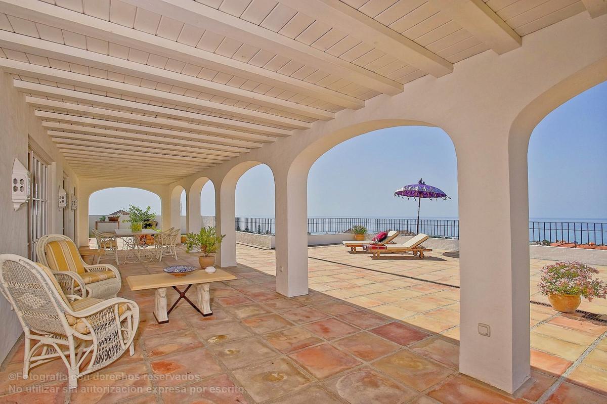 Detached Villa, Torreblanca, Costa del Sol. 14 Bedrooms, 15 Bathrooms, Built 1620 m², Terrace 200 m²,Spain
