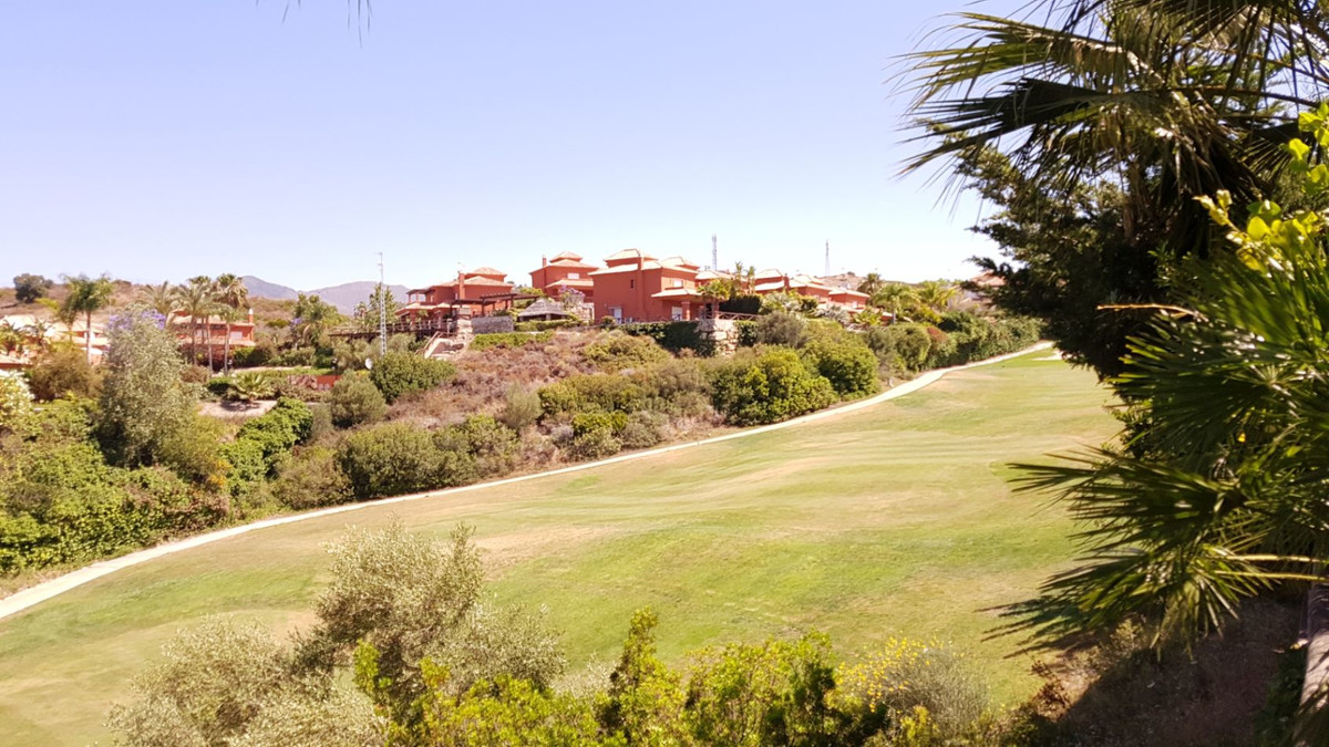 Exclusive front line golf villa with fantastic views. Completely renovated. The villa has 3 bedrooms, Spain