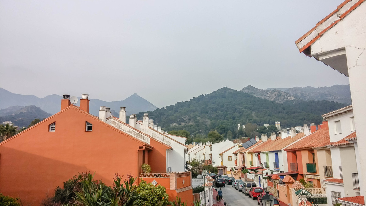 Rented long term - no viewings until autumn 2017  A charming townhouse in the Torrecilla area of Mar,Spain