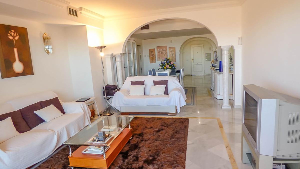 Apartamento en Venta en Nueva Andalucía – R2503475