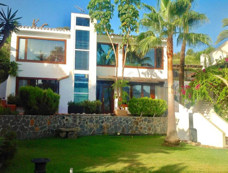 Detached Villa, Nueva Andalucia, Costa del Sol. 8 Bedrooms, 5 Bathrooms, Built 700 m², Terrace 100 m, Spain