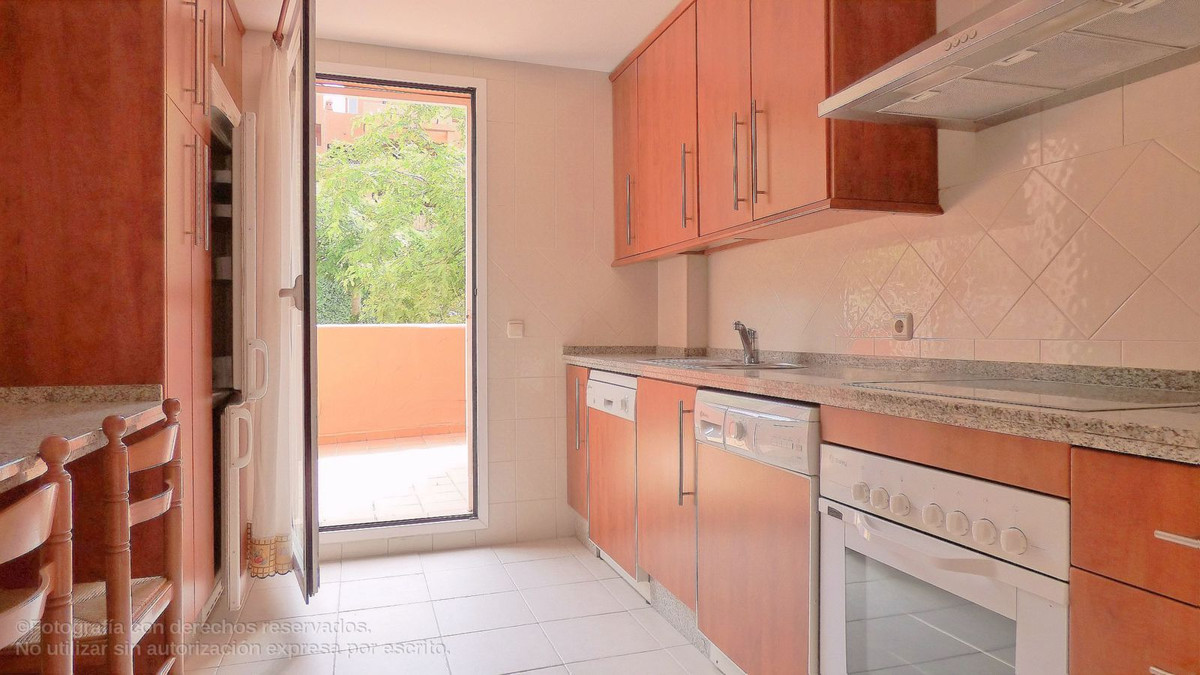 Apartamento Planta Media en Venta en Elviria – R2941214