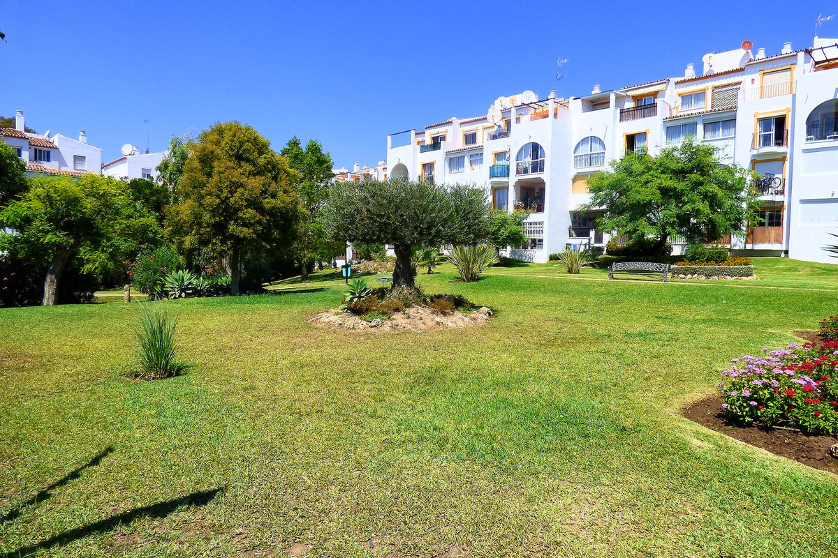 Bright Penthouse in a beautiful and private complex  with gardens and swimming pool, just a few step,Spain