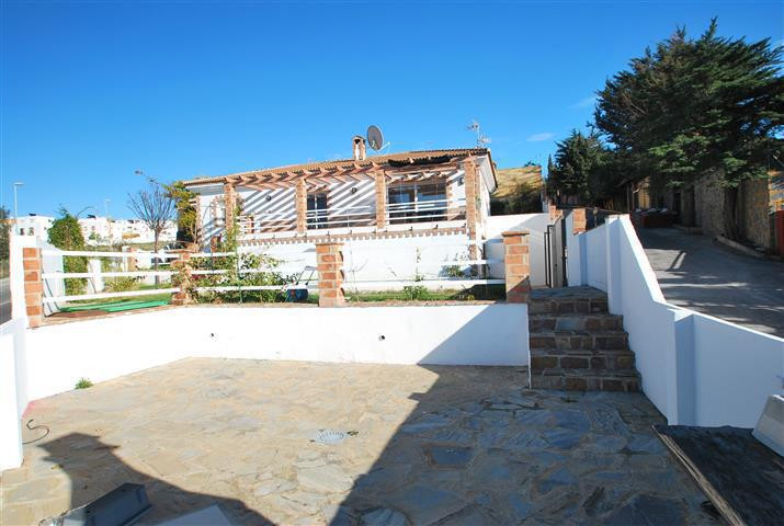 Located in a tranquil area not far from the beach and Marbella centre, this private villa offers an ,Spain