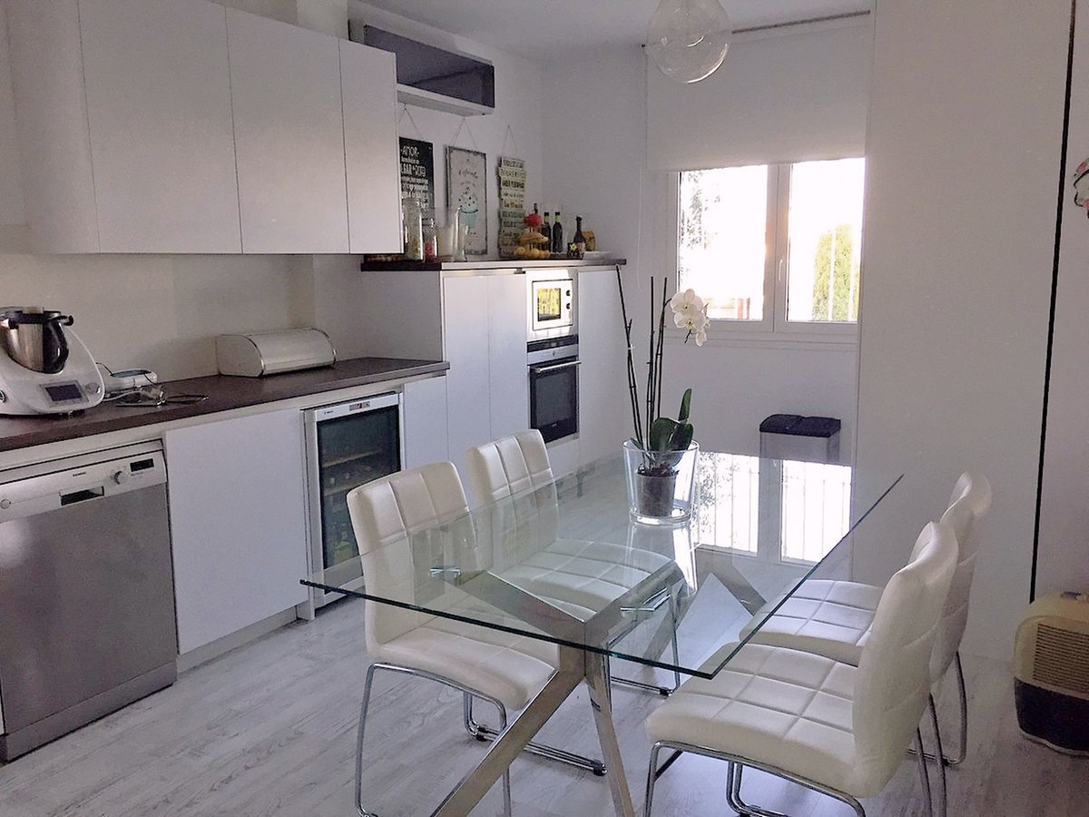 Rented till September 2020 Completely renovated a year ago, new kitchen, new bathrooms, large dressi,Spain
