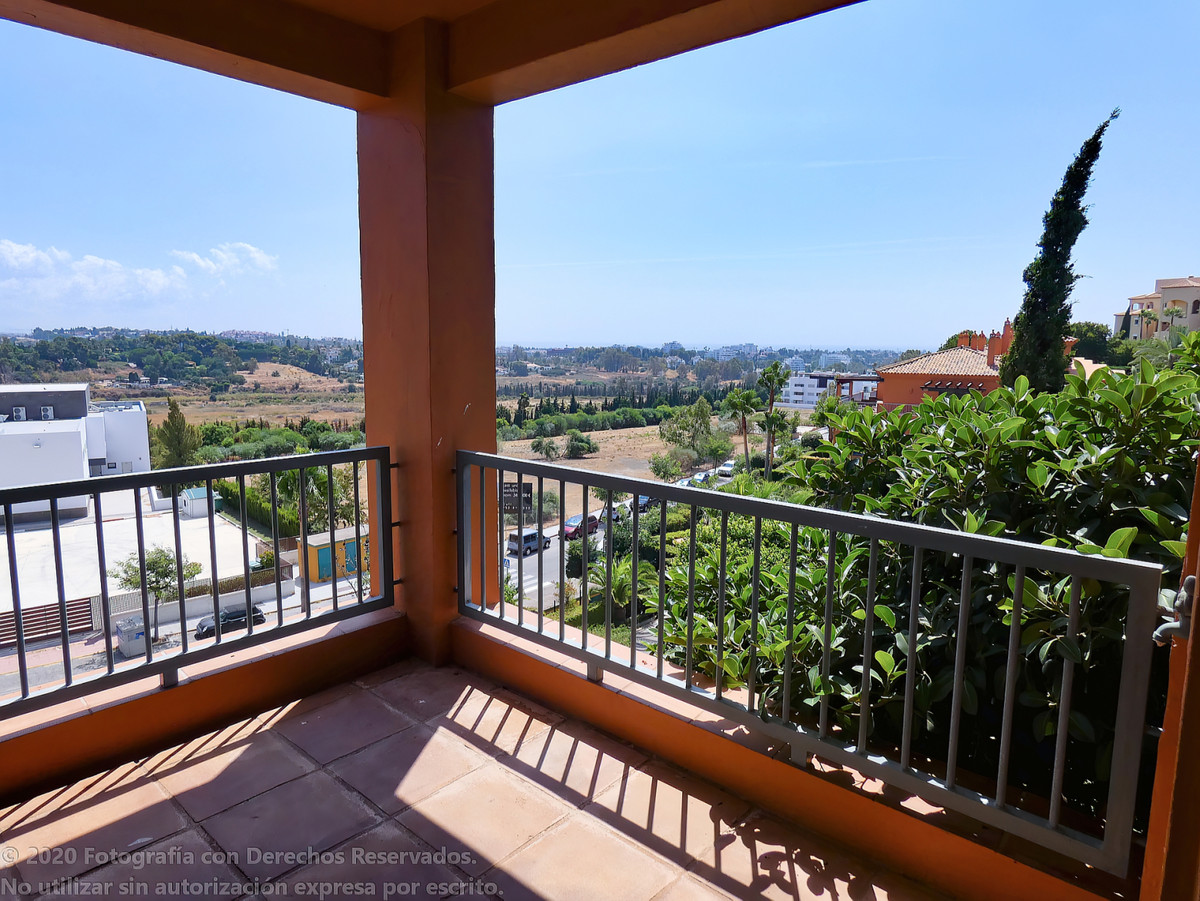 Middle Floor Apartment for sale in Estepona R3300700
