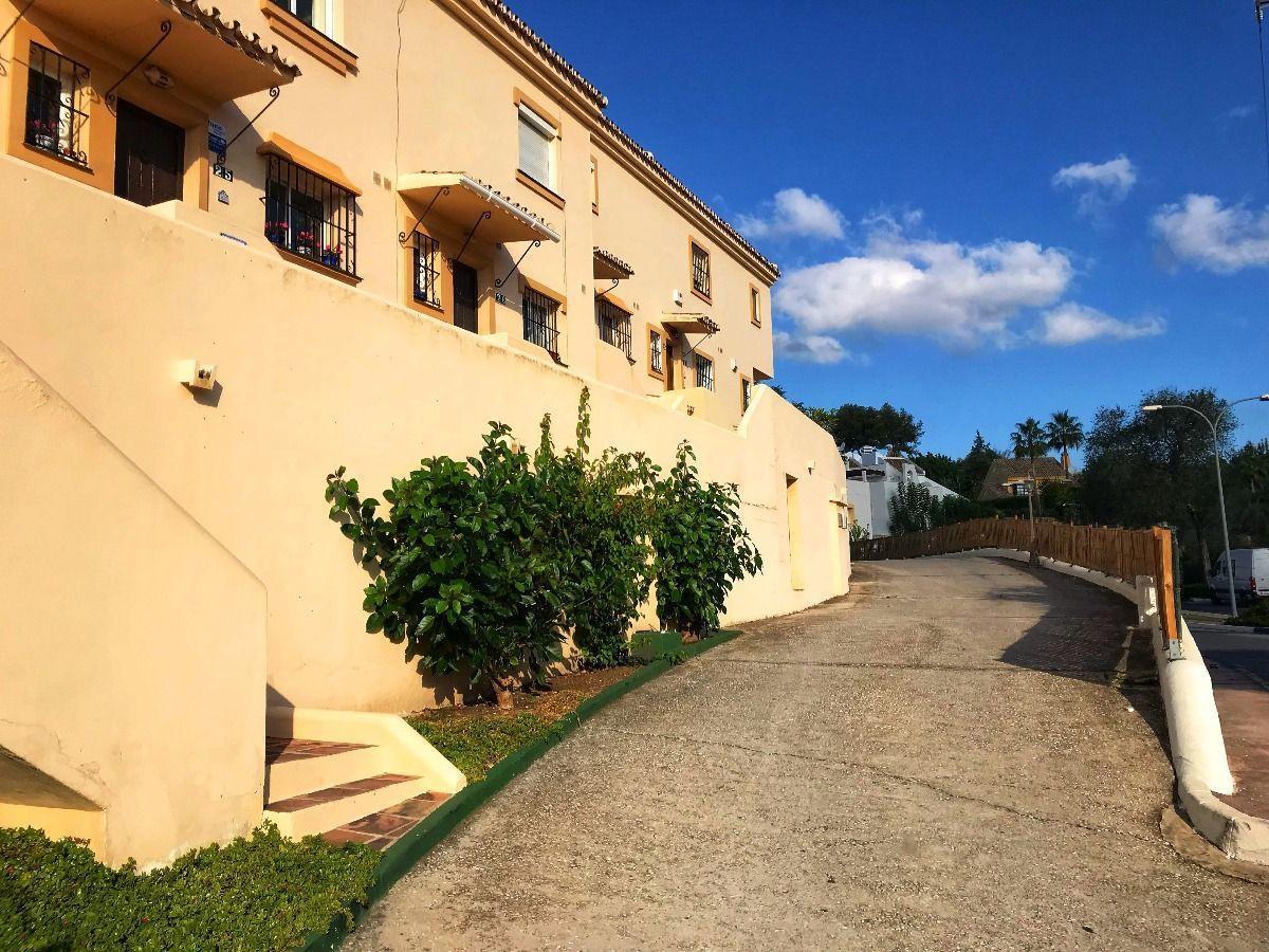Adosada en Venta en Marbella – R3054937
