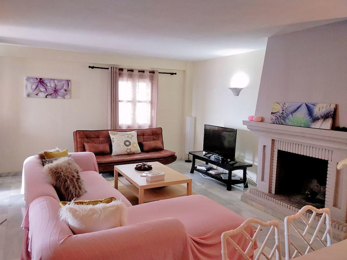 Marbella Banus Apartamento Planta Media en Venta en Puerto Banús – R3388516