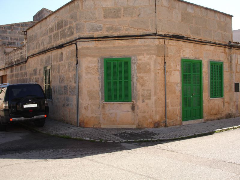 Sold village house with 190m2, ground floor very central, ideal for independent professional., Spain