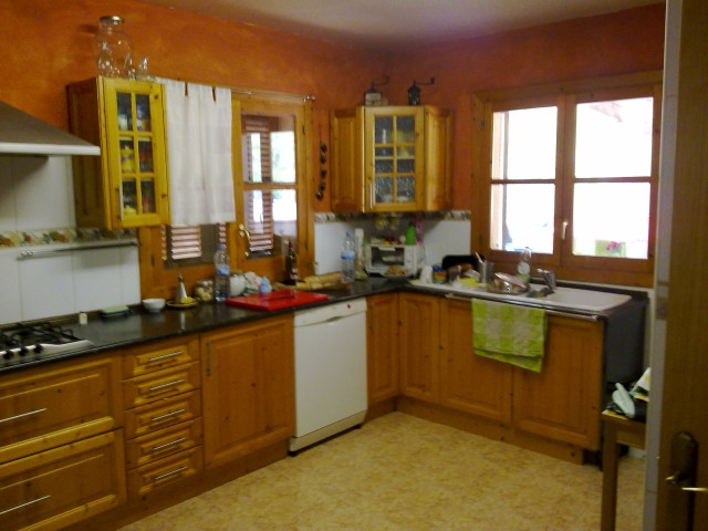 For sale Villa of 180m2., Plus guest house of 35m2 or service., Over 30,000 m2., Solar in the mounta, Spain