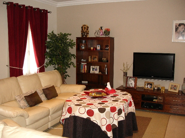 Townhouse Sold in Campos, consisting of living room with fireplace, 4 bedrooms with possibility of 5, Spain