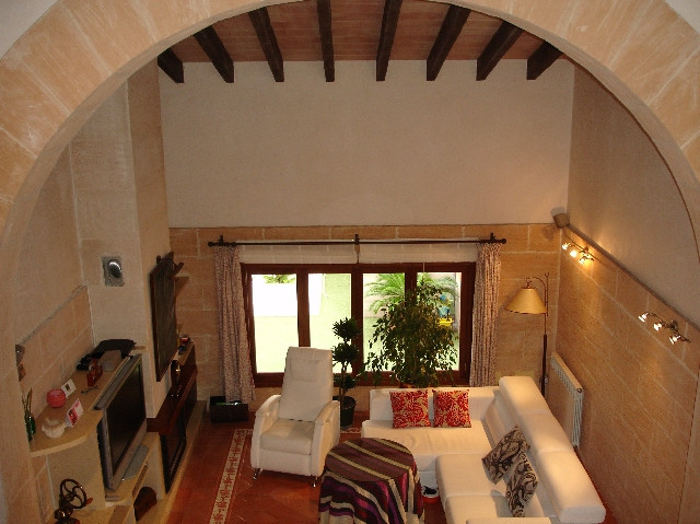 Sold impressive house 260m2 built Fields and patio of 70 m2, the house has a large entrance, living  Spain