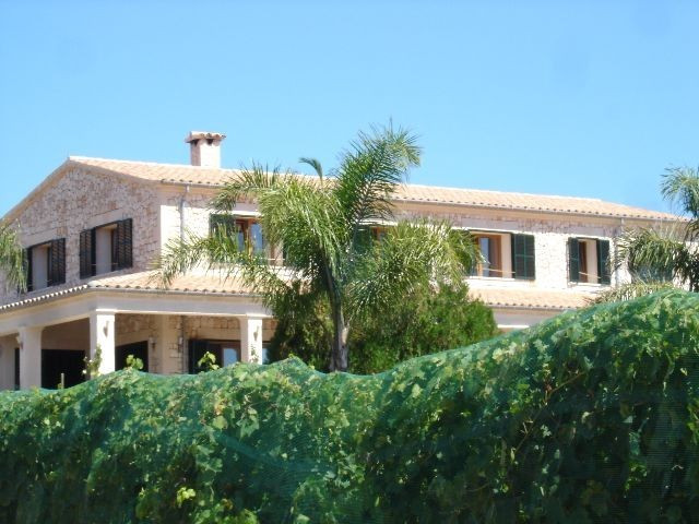 Magnificent field of 72.500m2 and 520m2 manor house, with all kinds of tropical fruit trees and nati, Spain
