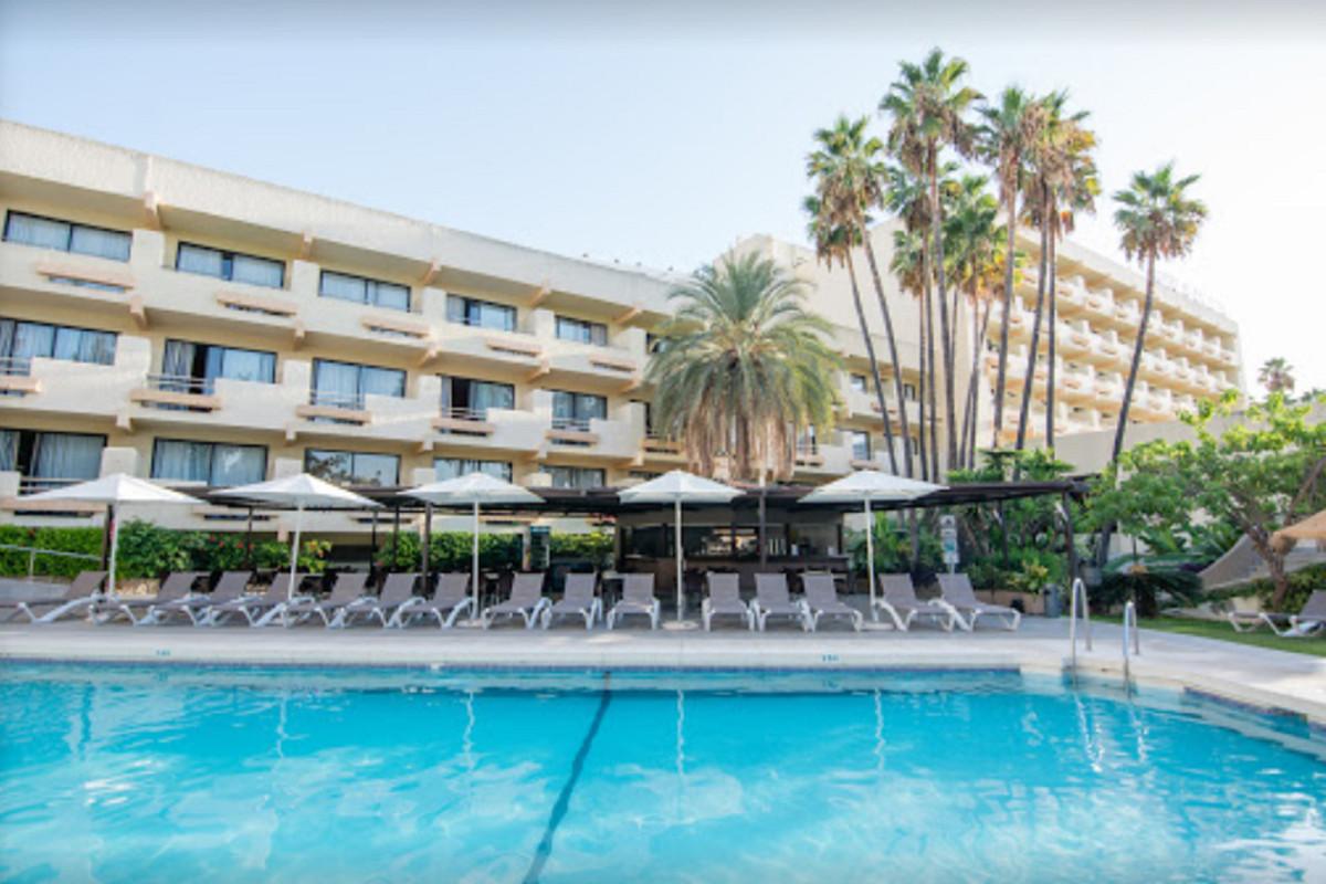 Hotel Til salgs i Torremolinos R3575371