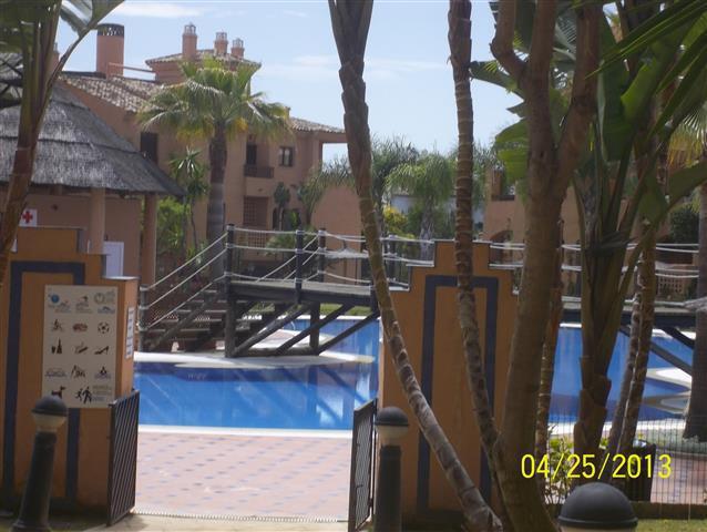 Estupendo apartamento con dos dormitorios y dos banos en Hacienda del Sol ( Estepona)  a cinco minut,Spain