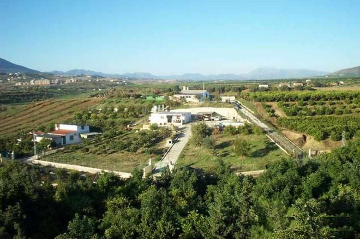 Magnificent country house with 80 m² built, on a plot of 3,000 m² with some fruit trees, surrounded ,Spain