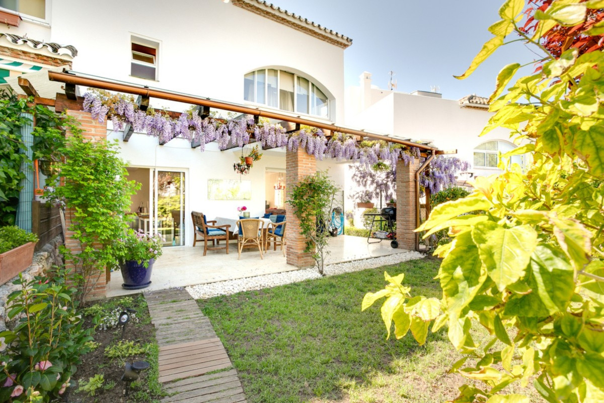 Townhouse For sale In El padron - Space Marbella