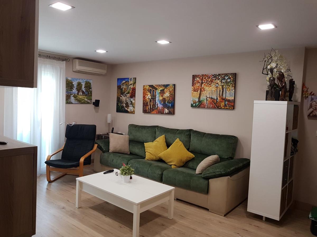 Lägenhet på mellanplan i Estepona R3255760
