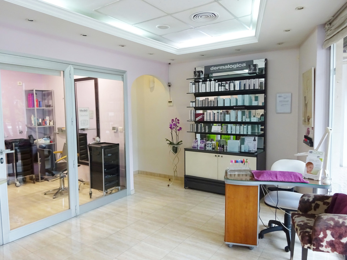 Commercial premises of 85 m2 in the port of Estepona. It was a beauty salon for many years, being a ,Spain