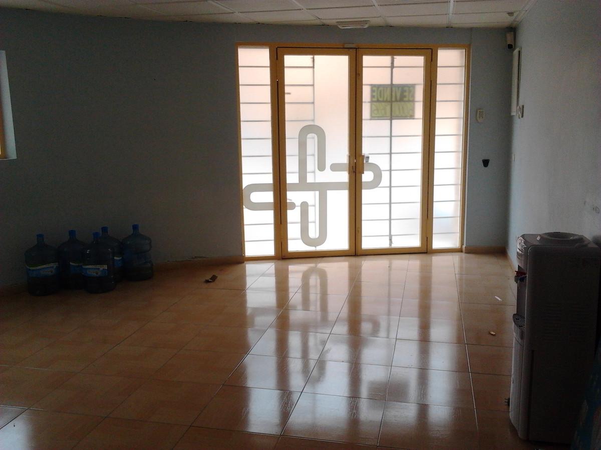 Office, Estepona, Costa del Sol. 8 Bedrooms, 2 Bathrooms, Built 133 m².  Setting : Town, Commercial ,Spain