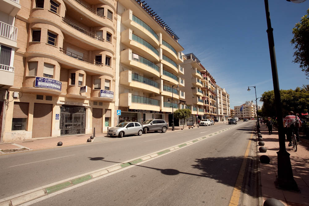 Commercial premises in the center of Estepona. At street level, beachfront on the promenade. Perfect, Spain