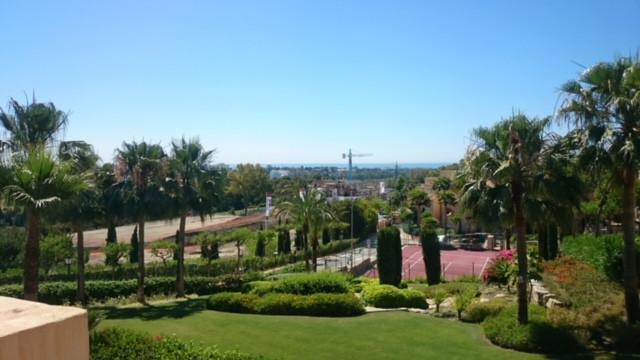 Penthouse, Estepona, Costa del Sol. 3 Bedrooms, 3 Bathrooms, Built 150 m², Terrace 175 m².  Setting ,Spain