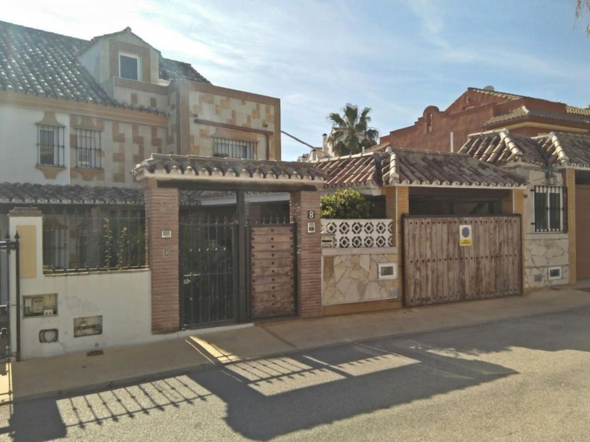 Villa 6 Dormitorios en Venta Atalaya