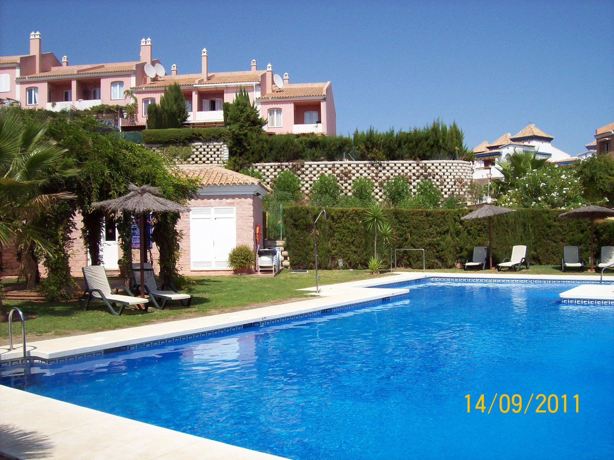 Magnificent townhouse in La Alcaidesa with incredible sea views, of 160 m². It has 3 bedrooms with f, Spain