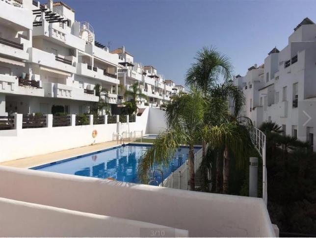 El apartamento esta compuesto de 3 habitaciones, 2 banos, uno de ellos en la habitacion principal y ,Spain