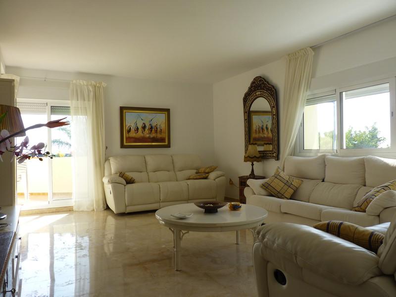 Apartamento Planta Media en venta, Estepona – R2677208