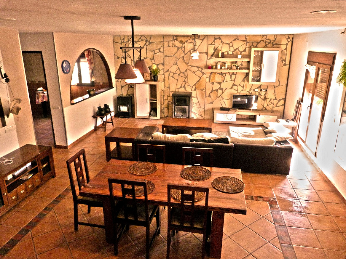 Magnificent villa built in 2006 in a flat area with spectacular views, 2 floors plus semi-basement, ,Spain