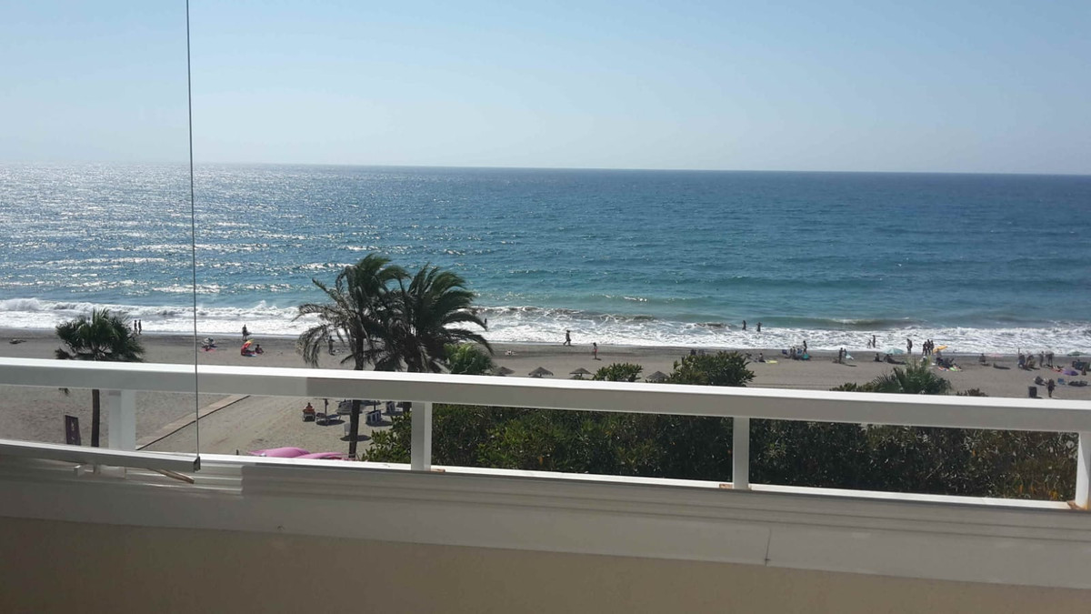 Amazing apartment for sale on the beachfront. Middle Floor Apartment, Estepona, Costa del Sol. 3 Bed,Spain
