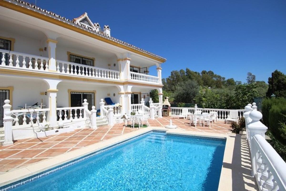 SPECTACULAR HOUSE ADOSADA. WITH THE BEST QUALITIES. IT IS SITUATED 5 MINUTES FROM THE BEACH. WITH AL Spain