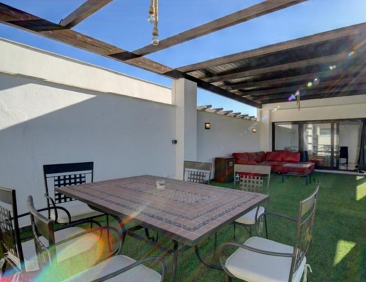 Fantastic duplex penthouse of 230 square meters in total. With 3 double bedrooms, two bathrooms one , Spain
