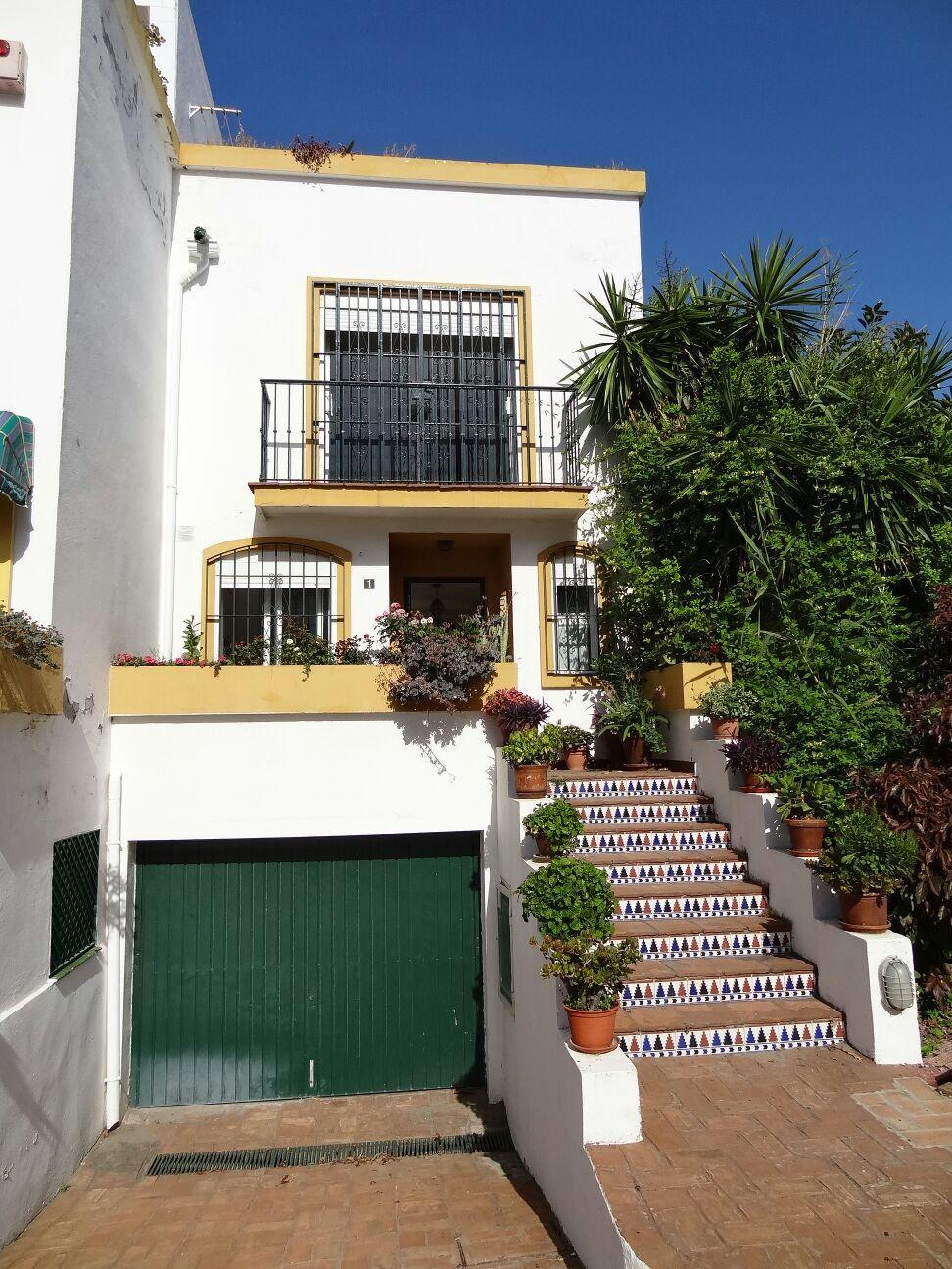 Villa  Semi Individuelle en location  à Estepona