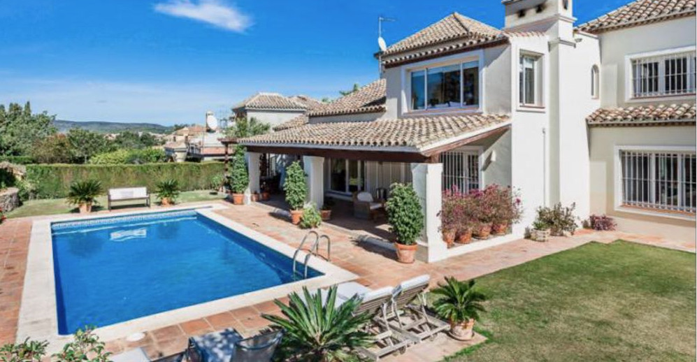 Spectacular luxury Villa located in Sotogrande. This amazing Villa consists of five bedrooms, four b, Spain